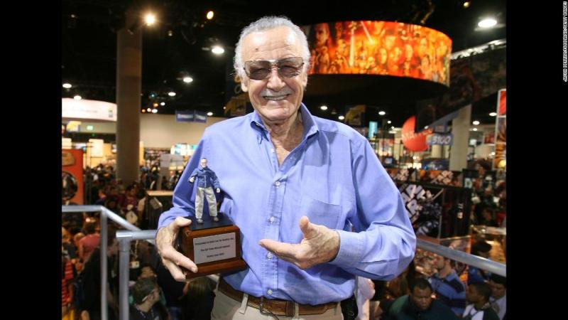 "Stan Lee holds the ""All Time Marvel Legend Award"" that was given to him at Comic-Con in 2007."