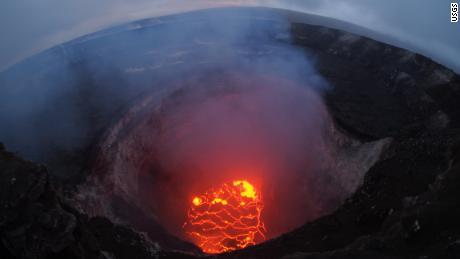 Volcanologist: Why Hawaii's volcano is in danger of going ballistic