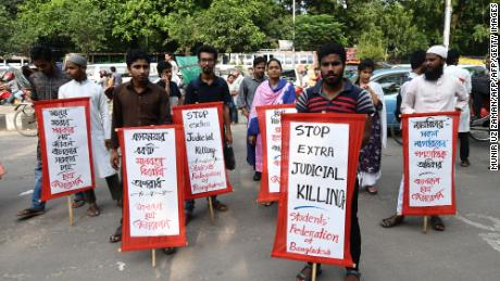 Students protest against extra judicial killings as Bangladesh crack down on the drug trade in Dhaka on June 5.