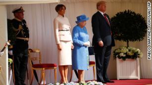 I trionfi incontrano la regina Elisabetta II