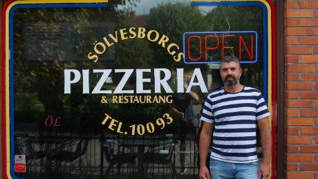 Pizzeria owner Ali Kader says previous immigrants from the Balkans are now integrated in Solvesborg.
