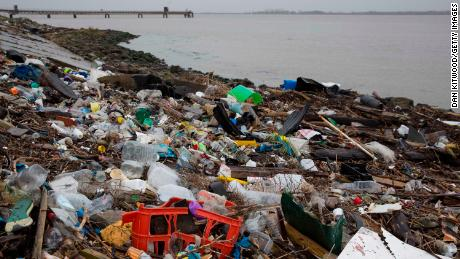 European parliament backs single-use plastics ban
