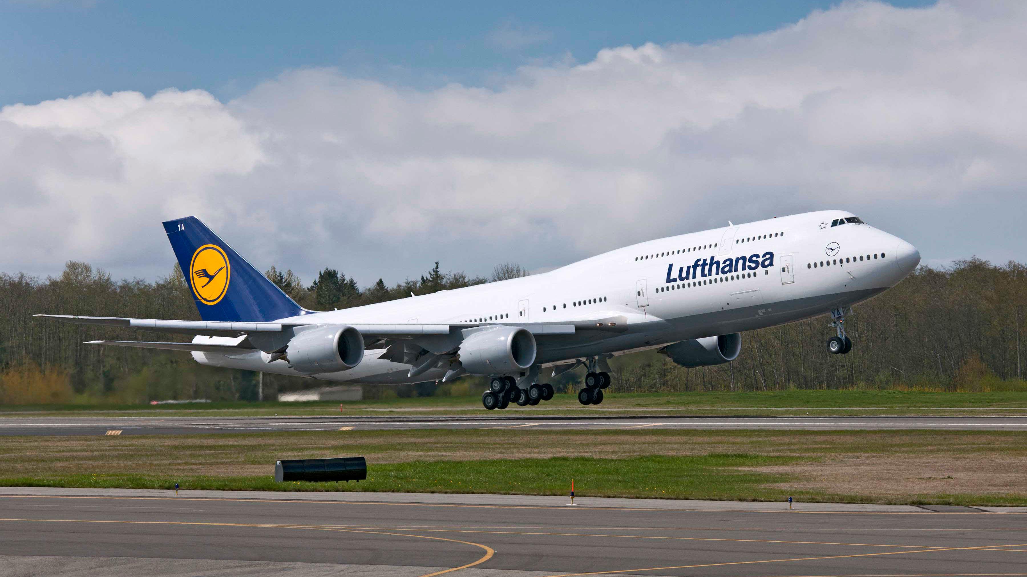 lufthansa sues passenger who