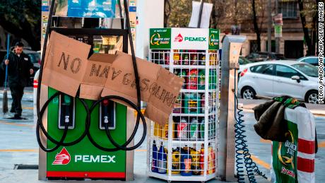 Mexico gas shortage fuels long lines at the pump
