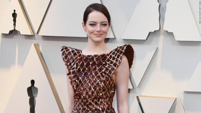 Best supporting actress nominee Emma Stone wore a gold and reddish-brown gown by Louis Vuitton. Whether it was the exaggerated sleeves, or the interesting sequined texture, those on Twitter delighted in comparing her dress to various foods -- waffles, bacon, burned fish skin and even pizza.