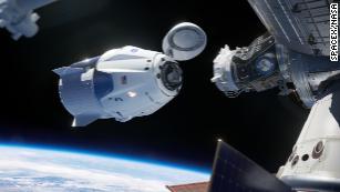 Esta renderização mostra o Comando da SpaceX com a sua porta de ancoragem na ISS.