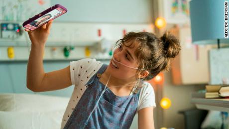 Haley Lu Richardson in 'Five Feet Apart'