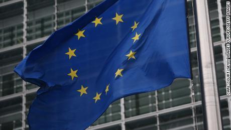 Европейский союз обдумывает рекомендацию блокировать путешественников, в том числе американцев, из-за коронавируса
