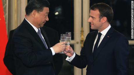 French President Emmanuel Macron, right, and Chinese President Xi Jinping at a state dinner at the Elysee Palace in Paris on Monday.