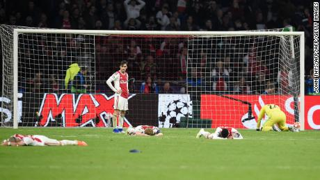 Ajax giocatori sconsolato, dopo aver perso la finale di UEFA Champions League semi-finale contro il Tottenham, l ' 8 Maggio, 2019.