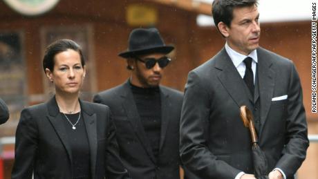 Hamilton arrives at Lauda's funeral alongside Birgit Lauda and Mercedes boss Toto Wolff.