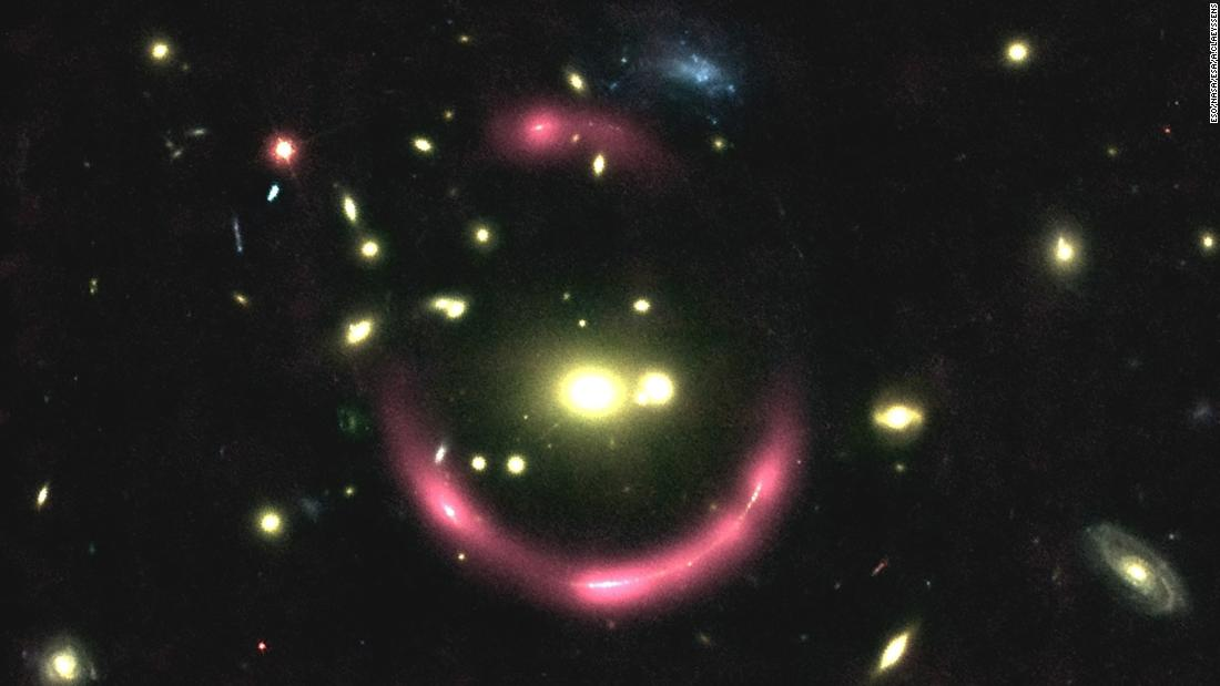 These are magnified galaxies behind large galaxy clusters. The pink halos reveal the gas surrounding the distant galaxies and its structure. The gravitational lensing effect of the clusters multiplies the images of the galaxies.