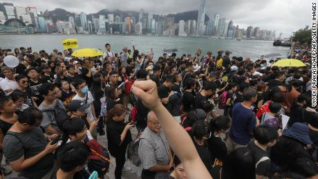 Hong Kong protesters take to Kowloon, in bid to appeal to mainland Chinese tourists