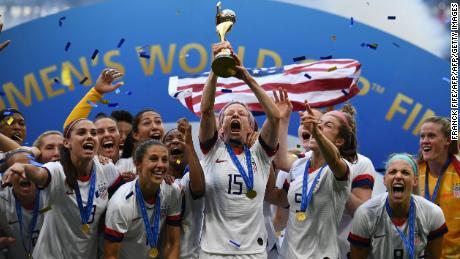 Il USWNT festeggiare vincendo il 2019 Donne's World Cup.