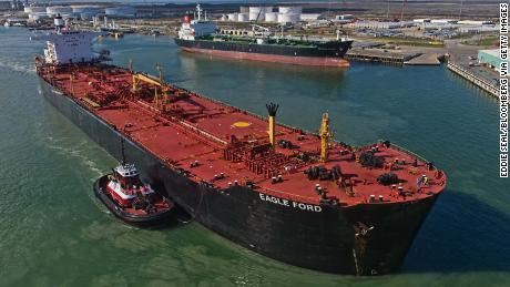 US briefly overtakes Saudi Arabia as the world's top oil exporter