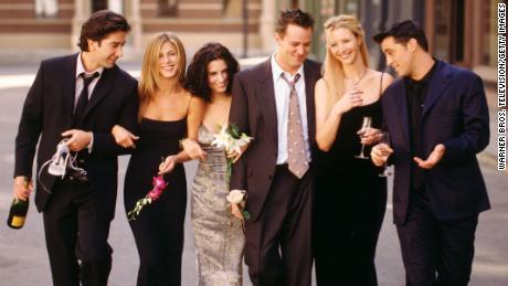 """NBC Comedy Series """"Friends"""" Cast Member Pictures: David Schwimmer as Ross Geller, Jennifer Aniston as Rachel Green, Kourtney Cox as Monica Geller, Matthew Perry as Chandler Bing, Lisa Kudrow as Phoebe Buffay, Joey Tribiani as Matt Leblanc."""