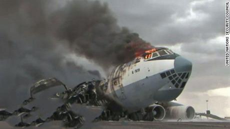 صورة وصفها تقرير للأمم المتحدة حول حظر الأسلحة الليبي بأنها تُظهر طائرة SkyAviaTrans تم تفجيرها في مصراتة في أغسطس / آب 2019.