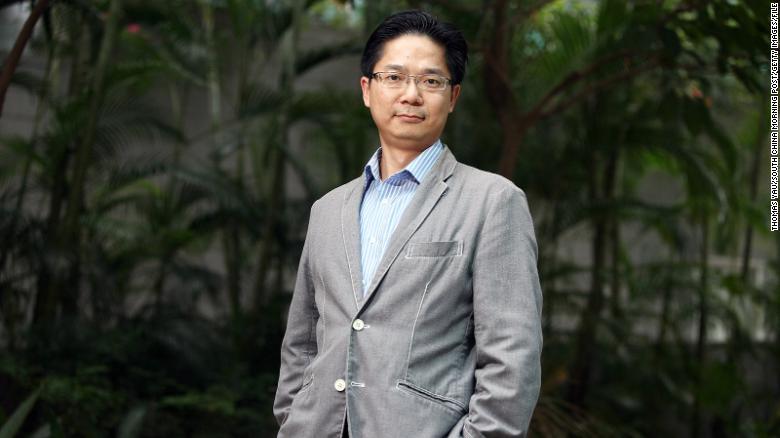 Dott. Leo Poon Lit-man nel campus dell'Università di Hong Kong a Pok Fu Lam.