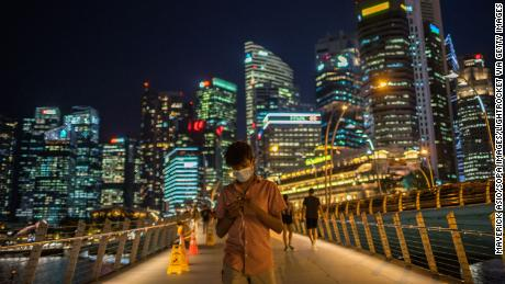 Singapore threatened with 6 months in jail for breaking social distancing law