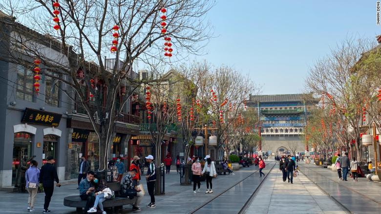 何週間ものコロナウイルスの恐怖の後、4月6日に清明祭を祝うために群衆が北京に集まります。