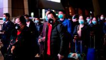 China hebt die 76-tägige Sperrung von Wuhan auf, als die Stadt aus der Coronavirus-Krise wieder auftaucht
