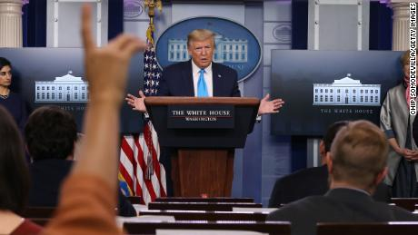 Chaos Shakes Trump's White House Against Virus & # 39; most tragic day