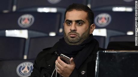 Yousef al-Obaidly frequenta la Champions League tra PSG e lo Shakhtar Donetsk nel 2015.