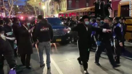 De Blasio apologizes for comments but frustrations rise over large gatherings violating NYC social distancing guidelines