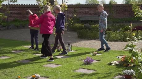 students learning in cemetery denmark pleitgen