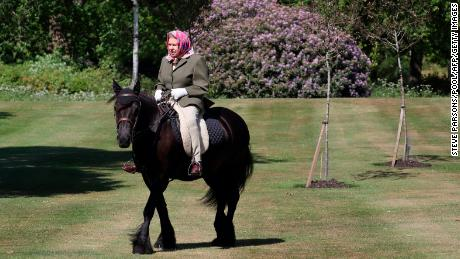 Great Britain, Queen Elizabeth 94, pictured on horseback during lockout
