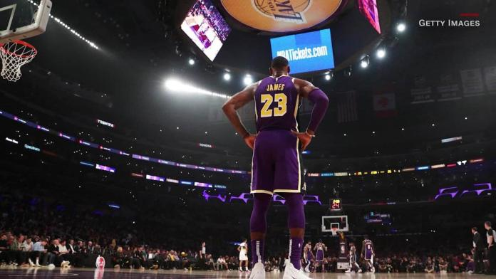 """The NBA is offering players a """"smart"""" ring to track Covid. But does it even  work? - CNN"""