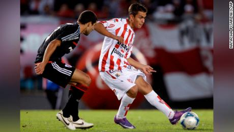 Paulo Dybala playing for Instituto against River Plate in 2012.
