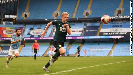 """Burnley'inglese difensore Ben Mee ha detto che era """"imbarazzo e vergogna che un piccolo numero di fan che hanno deciso di volare che intorno allo stadio."""""""