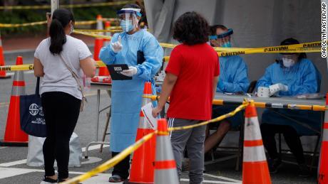 CDC говорит, что пандемия коронавируса перешла в более молодое население США