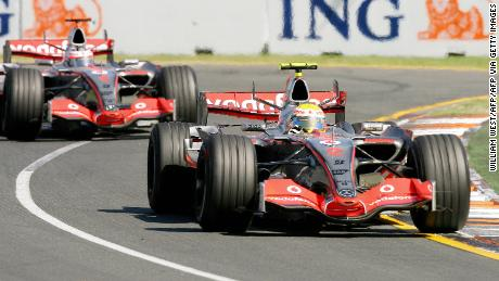 Lewis Hamilton (R)  leads teammate Fernando Alonso during the Australian Grand Prix in Melbourne, 18 March 2007.