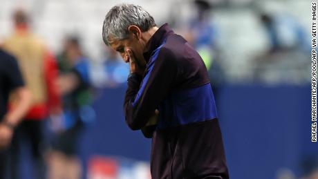 Setien reacts following a Bayern Munich goal.