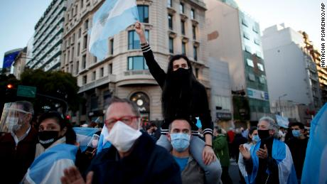 Argentinians protest the government's Covid-19 policies in Buenos Aires