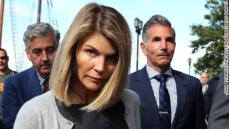 Lori Loughlin begins two-month jail sentence amid college admissions scandal