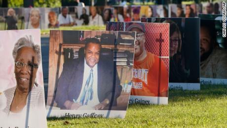 Some 900 large poster-size photographs of Detroit victims of COVID-19.