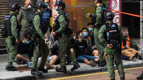 มีผู้ถูกจับกุมเกือบ 300 คนในการประท้วงในฮ่องกงเรื่องเลื่อนการเลือกตั้งท้องถิ่น