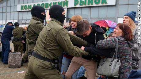 Supporters of detained opposition figure Maria Kolesnikova are detained in Minsk on September 8.