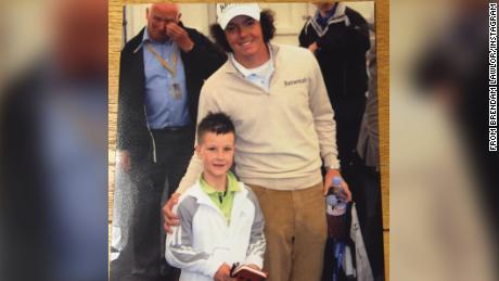Lawlor โพสท่ากับ Rory McIlroy นักกอล์ฟชาวไอร์แลนด์เหนือ