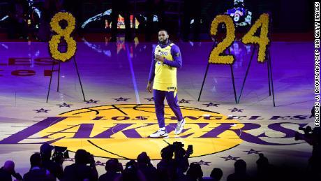 เลอบรอนเจมส์ยังคงติดตามทีม Lakers สำหรับการแข่งขัน NBA Championship ครั้งที่ 17 เป็นประวัติการณ์เมื่อเผชิญกับการเสียชีวิตอย่างน่าเศร้าของตำนานแฟรนไชส์ Kobe Bryant