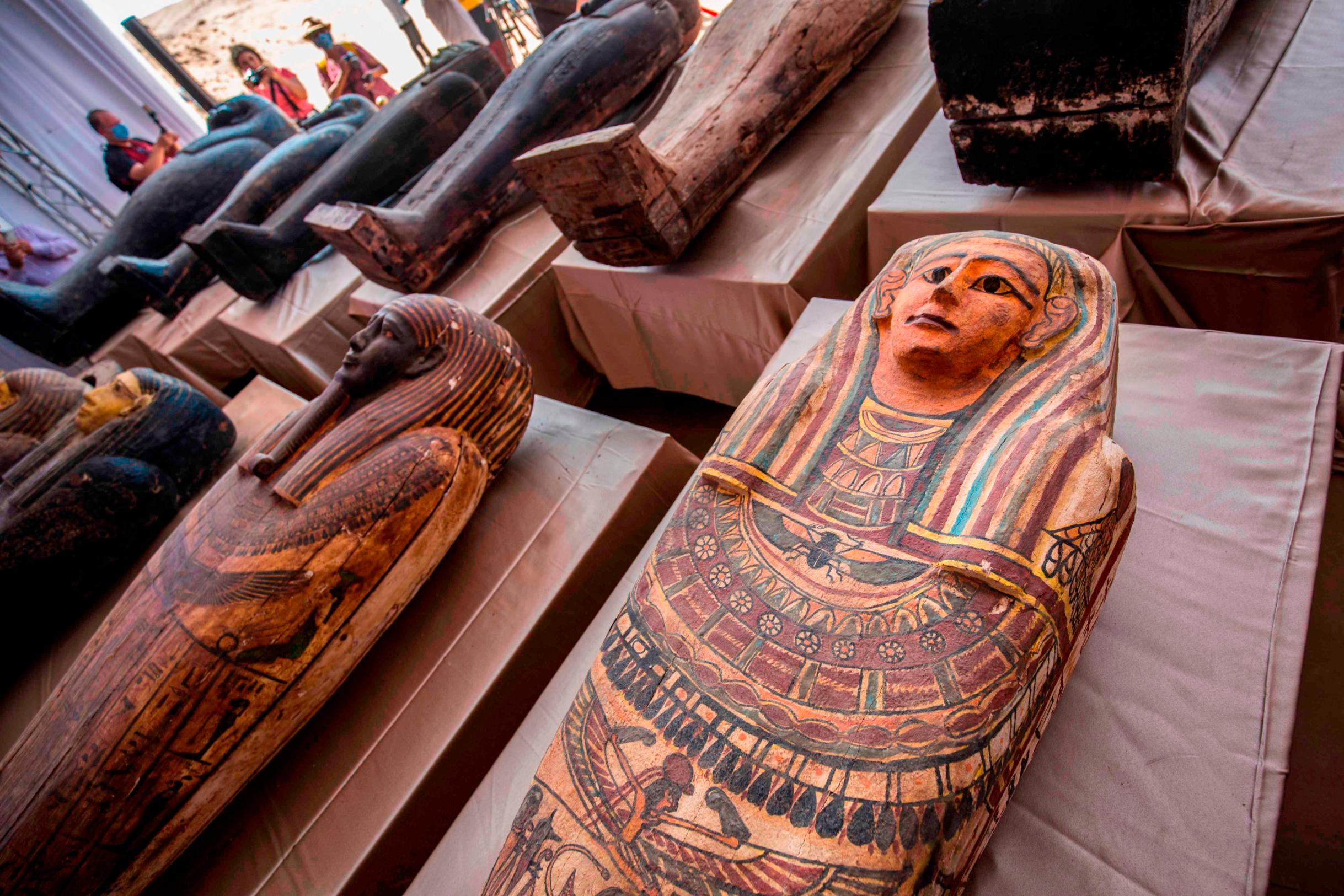 Archaeologists discovered ancient coffins containing mummies in Cairo