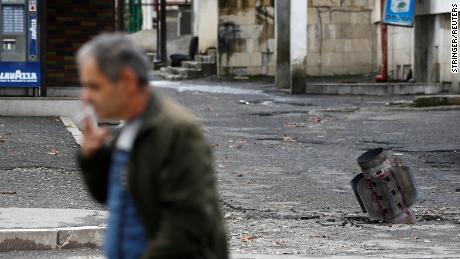 กรณีจรวดเกิดขึ้นหลังจากการปลอกกระสุนเมื่อไม่นานมานี้ในระหว่างความขัดแย้งในภูมิภาคที่แตกแยกของ Nagorno-Karabakh ใน Stepanakert เมื่อวันที่ 7 ตุลาคม