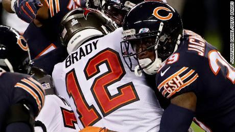 Brady ได้รับการจัดการโดย Eddie Jackson จาก Chicago Bears