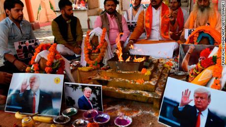 สมาชิกเสนาของฮินดูจัดพิธีละหมาดให้กับทรัมป์ในนิวเดลี