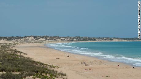 На снимке из файла видны золотые пески Кейбл-Бич, недалеко от Брума, на севере Западной Австралии.