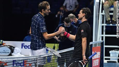 Medvedev (left) shakes hands with Thiem (right).