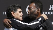 The late Argentinian football great Diego Maradona (L) and Pelé pose after a football match in 2016.